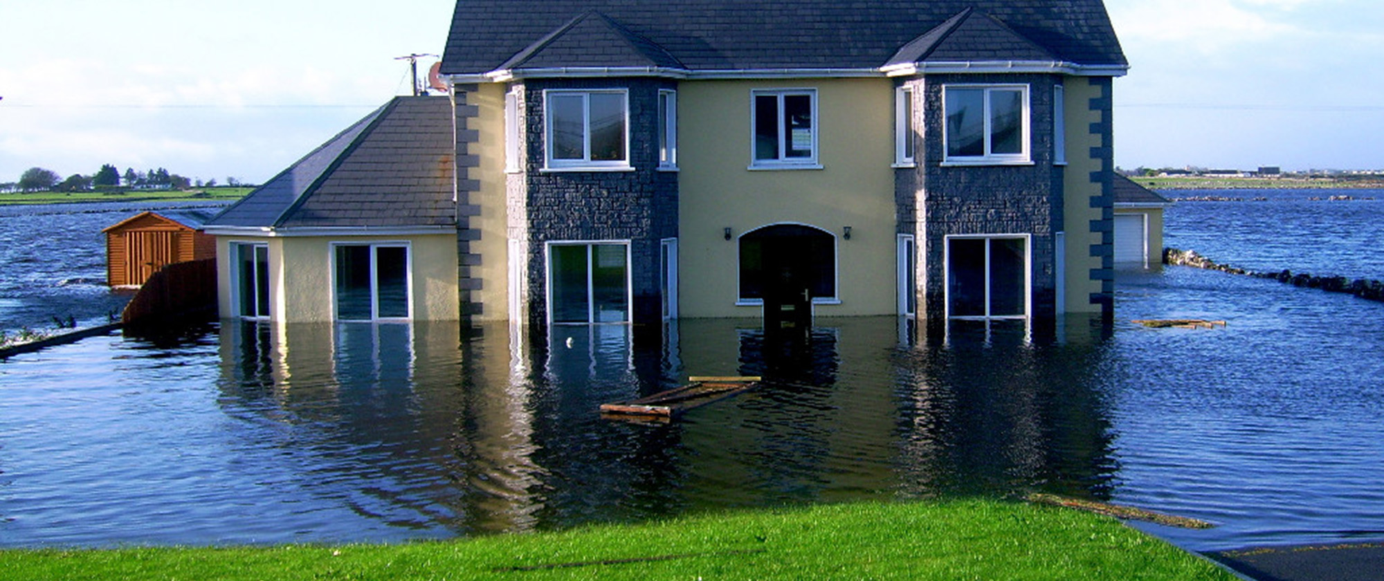 thorough flood damage cleanup can help avoid mold development